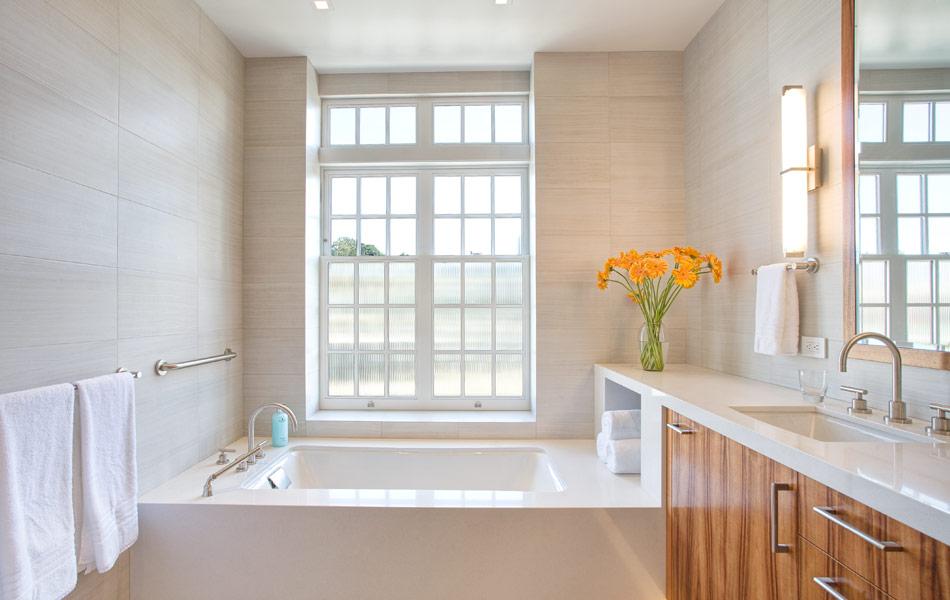 lush-lounge-master-bathroom